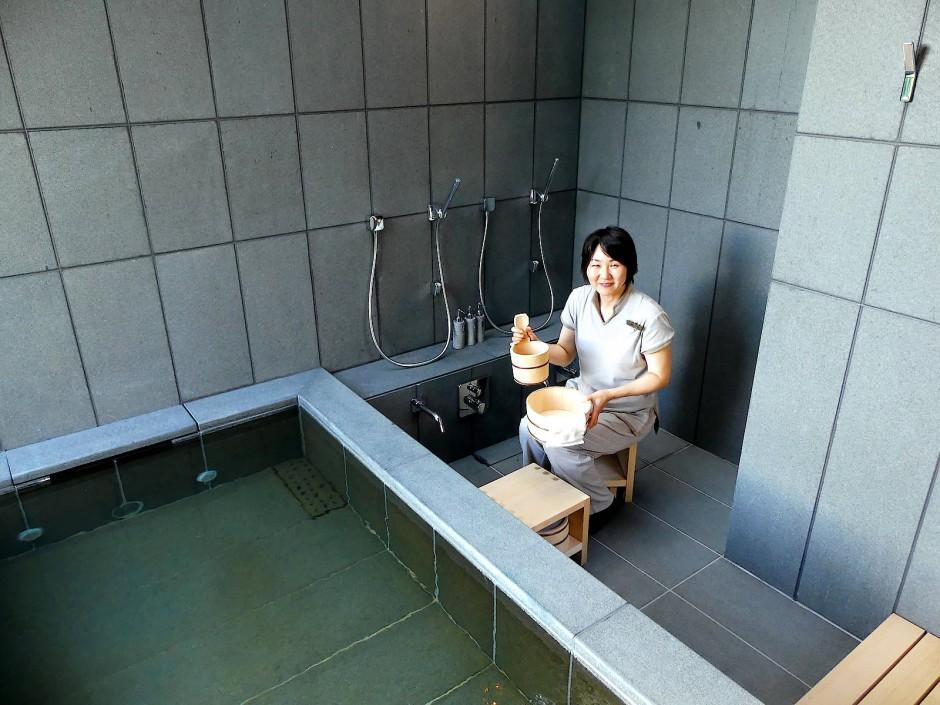 Das Ritual der peniblen Körperreinigung ist in Japan wie in Stein gemeißelt.