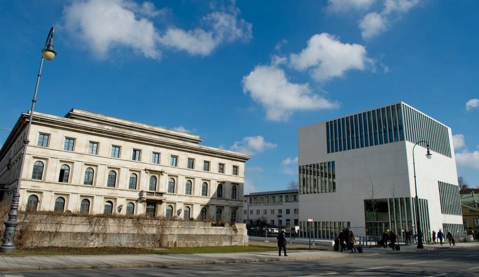 Ein weißes Haus widmet sich der braunen Vergangenheit: NS-Dokumentationszentrum in München