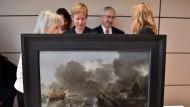 """Raubkunst: Das Bild """"Ships in distress on a stormy sea"""" des Künstlers Jan Porcellis (1584 - 1632) zählte zur Sammlung des Kunsthändlers Max Stern. Es wurde als NS-Raubkunst zurückerstattet."""
