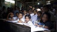 Schulklasse in Westbengalen, Indien: Sonanz-Fonds will unter anderem in den Sektor Bildung investieren.