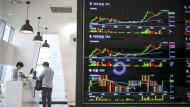 Die Kursbewegungen für Digitalwährungen machen selbst geübte Anleger schwindlig, nicht aber Bitcoin-Investoren.