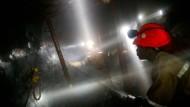 Arbeiter in einer Goldmine in Südafrika.