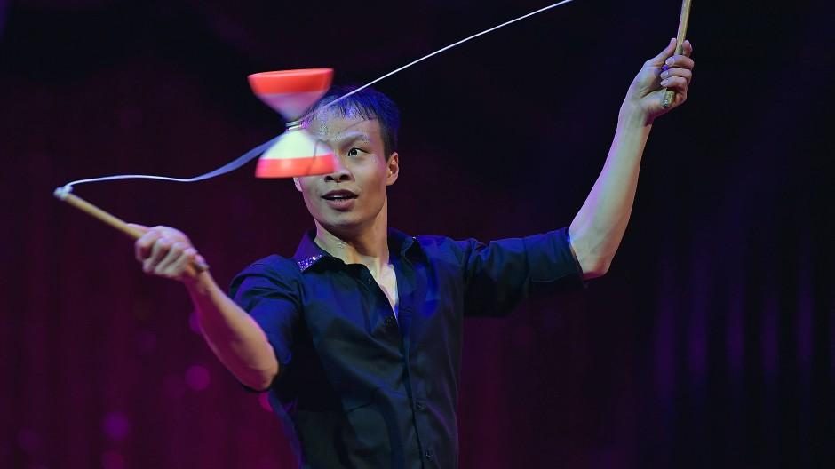 """Für seine Kunststücke mit dem Diabolo erhielt Chu Chuan-Ho die Auszeichung """"Trophee Louis Merlin 2018""""."""