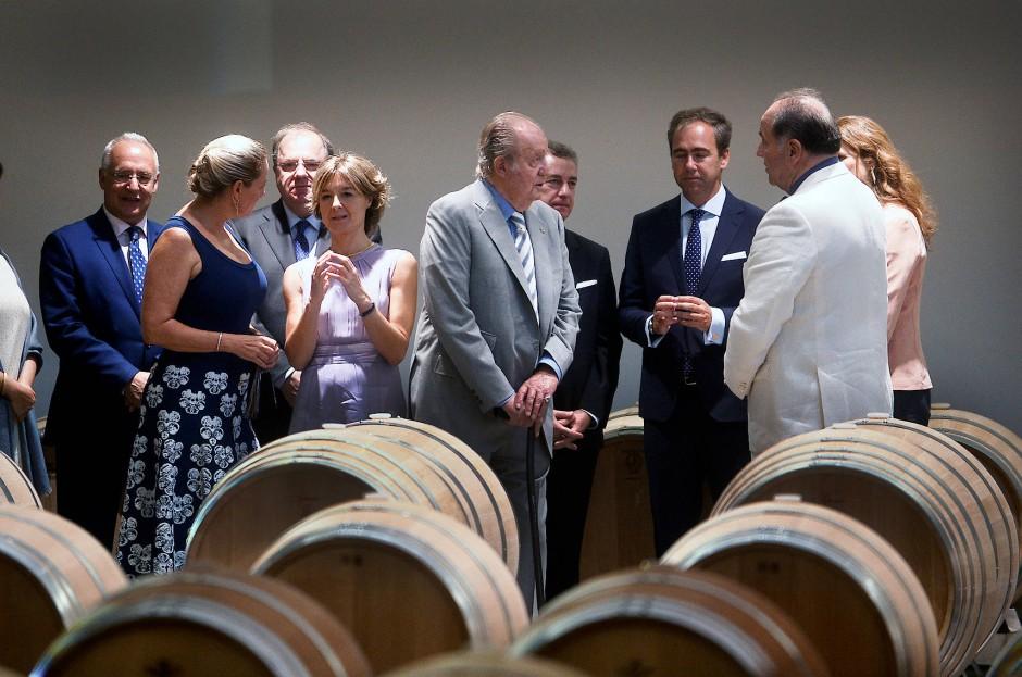 Im Juni 2017 besuchte der ehemalige spanische König Juan Carlos I zusammen mit Spaniens Landwirtschaftsministerin Isabel Garcia das Weingut Vega Sicilia in La Rioja.