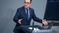 """""""Dieses Deutschland ist stärker, als es ihr Hass jemals sein wird"""", sagt Cem Özdemir im Bundestag in Richtung der AfD."""