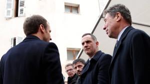 Macron bleibt hart