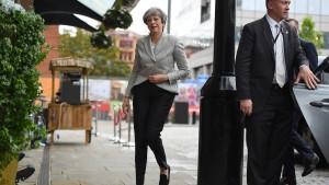 Theresa May bedauert ihre Wahlschlappe