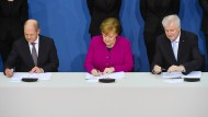 Die Ruhe in Person: Olaf Scholz, Angela Merkel und Horst Seehofer (v.l.n.r.)