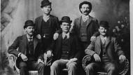 Erinnerungsfoto nach Banküberfall: Sundance Kid (vorne links) und Butch Cassidy (vorne rechts) mit Gang.