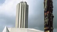 """Das """"Ivoire"""" mit Kongresshalle und Kunstinstallationen"""
