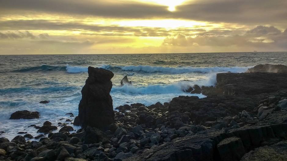 Die spektakuläre Natur ist nicht weit: In einer halben Stunde erreicht man aus der Stadt Islands schroffe Südküste.