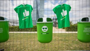 Emojis und Mülleimer für eine saubere Stadt