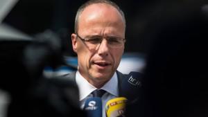 Auch Beuth will Waffenrecht verschärfen