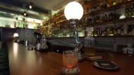 """Reich der hochprozentigen Trinkkultur: Bar """"Embury"""" am Kaiserplatz in der Innenstadt von Frankfurt"""
