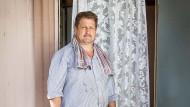 Bonameser: Karl Klein vor der Eingangstür seines Hauses
