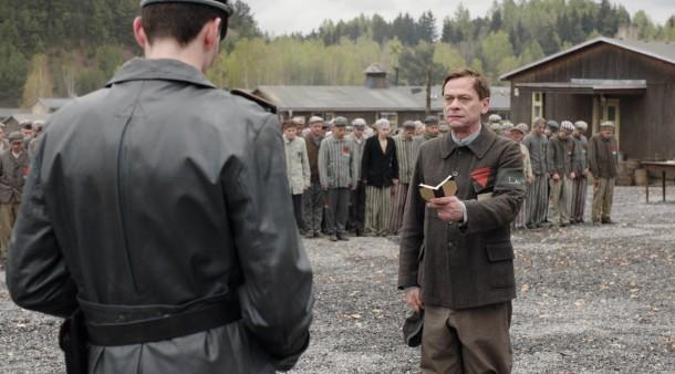 Antreten zum Rapport: Sylvester Groth spielt den politischen Häftling Krämer auf dem Appellplatz des nachgestellten Konzentrationslagers Buchenwald.