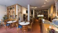 """Viel Holz: """"Café Jannis"""" im Osten von Frankfurt"""