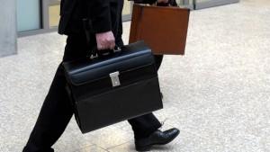Hohe Bezüge auch in öffentlichen Unternehmen