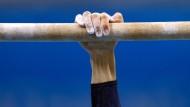 Ersten Halt gefunden: Auf das Problem der sexualisierten Gewalt im Sport haben die Verbände reagiert. Betroffene aber fordern weitere Schritte.