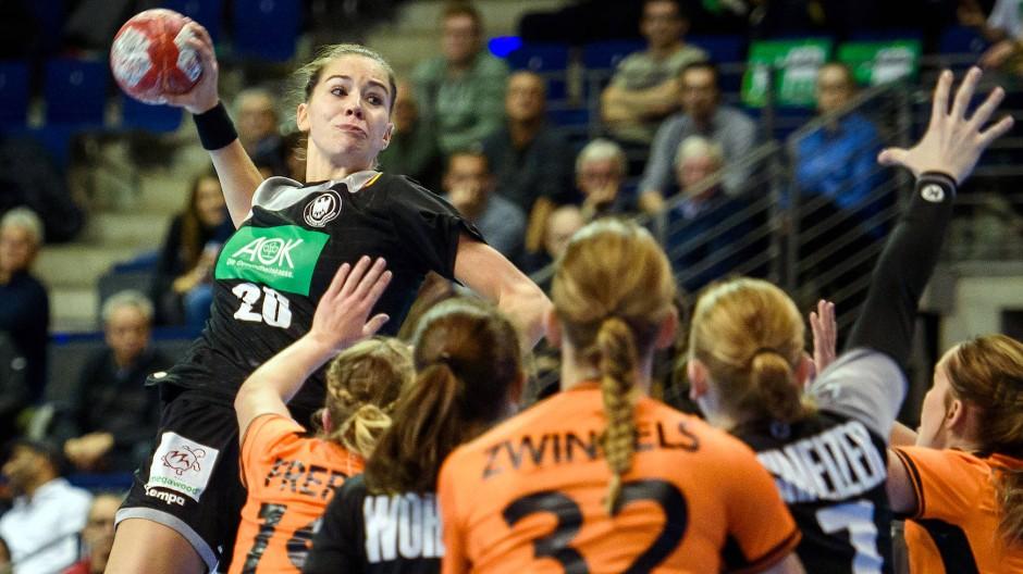 Nach einer Verletzung kann Emily Bölk endlich auch bei der WM einsteigen.