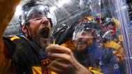 Jubel nach der Schlusssirene: Deutsche Spieler feiern den Sieg an der Bande