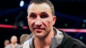 Ein Boxer denkt nach, ein Dribbler ist weg