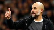 Daumen hoch: Pep Guardiola und Manchester City gewinnen locker.