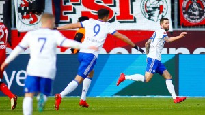 Schalke lupft und siegt