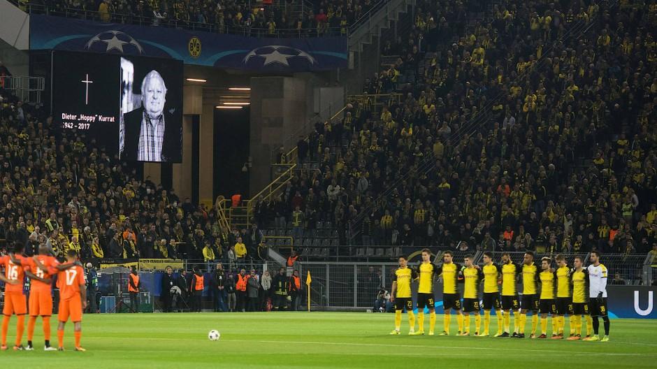 Gedenkminute für Hoppy Kurrat: Einer BVB-Legende wird ohne Dortmunder auf dem Feld gedacht