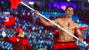 Der kuriose Auftritt von Tongas Fahnenträger