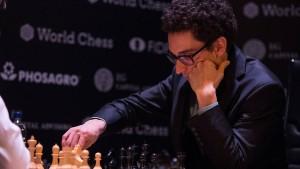 Fabiano Caruana (rechts) setzte sich beim Kandidatenturnier in Berlin durch und trifft nun auf Magnus Carlsen.