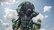Die Welt im Rücken: Wer soll den Schuldenstand von 233 Billionen Dollar stemmen?