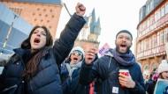 """Beim """"Women's March"""" protestierten im Januar Tausende für Frauenrechte, wie hier in Frankfurt."""