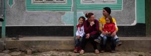 Eine Mutter mit ihren Kindern in Rumänien: Die Kindergeldzahlungen ins Ausland seit 2010 fast verzehnfacht.