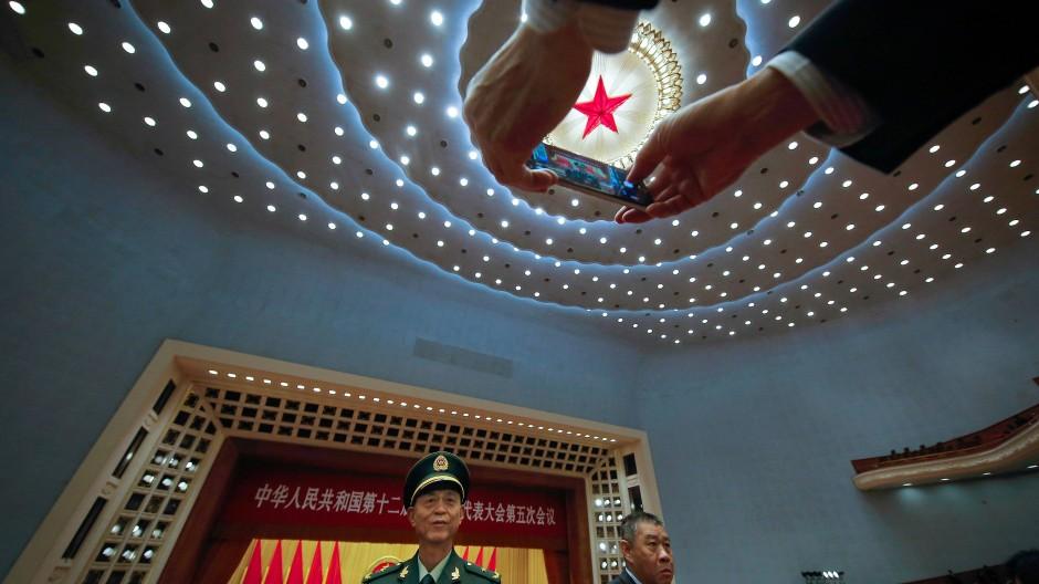 Foto auf dem Volkskongress: Die Liebesbekundungen der Redner an den Parteiführer dort nutzten jedoch nichts mehr.