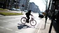 In der Düsseldorfer Corneliusstraße liegt die Stickoxid-Belastung immer noch deutlich über dem Grenzwert.