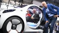 Daimler-Chef Zetsche mit dem grünen Ministerpräsidenten Winfried Kretschmann. An die Union hat Daimler 140.000 Euro gespendet, an die Grünen 40.000 Euro. Die SPD erhielt 100.00 Euro, die FDP 40.000 Euro.