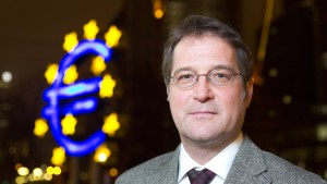 """EZB soll Anleihekäufe bremsen"""