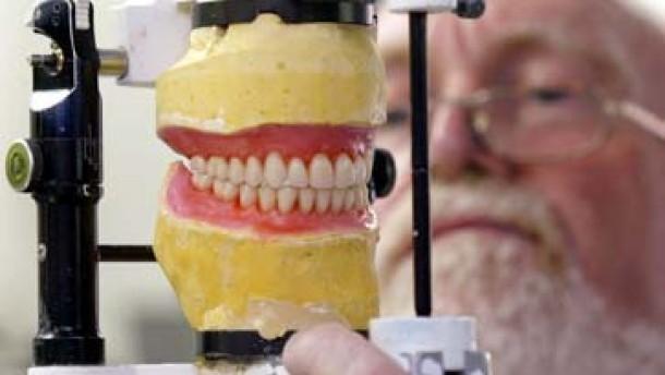 Grüne gegen Änderung an Zahnersatzversicherung