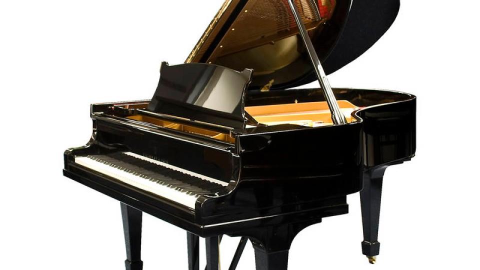 gebrauchte klaviere schlussakkord auf dem schrottplatz. Black Bedroom Furniture Sets. Home Design Ideas