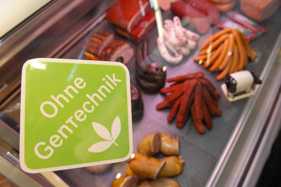 Gütesiegel an der Fleischtheke: Hauptsache ohne Gentechnik.