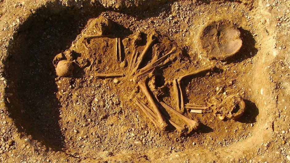 Doppelgrab eines Mannes und einer Frau aus der frühen Bronzezeit.