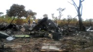 An der Absturzstelle der LAM 470 auf dem Flug von Maputo nach Luanda in Namibia. Der Pilot soll das Unglück mit 33 Todesopfern am 29. November 2013 verursacht haben.