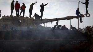 London schickt Militärberater nach Benghasi